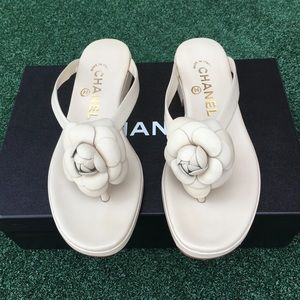 NWT Chanel Camellia Lambskin Sandals Ivory 6.5